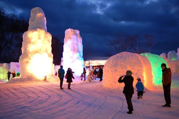 千歳・支笏湖の氷濤まつり