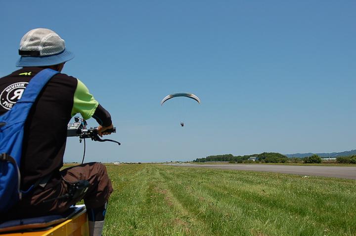 美唄でパラグライダーの浮遊フライトが体験できます!