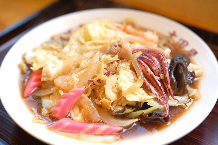 グルメのまち・森町で絶対食べたいお寿司とソウルフード「つゆだく焼きそば」