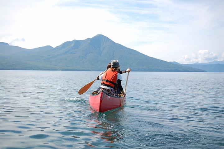支笏湖から流れ出す「ブルーリバー」の世界をカヌーで楽しむ!